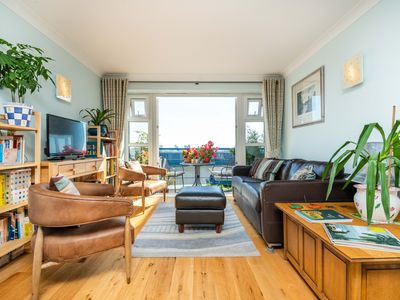 Photo for Delightful Wapping Home with Stunning River Views