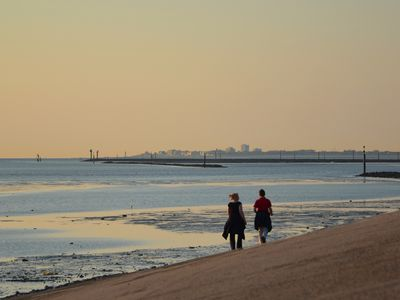 Photo for North Sea coast directly on the dike Natural beach within walking distance