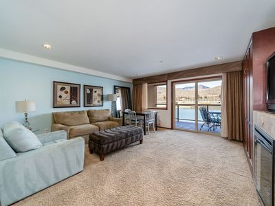 Photo for Grandview River View 623! Luxury Waterfront condo, sleeps up to 6!