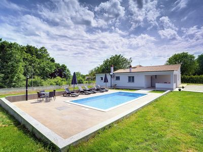 Photo for Villa with private pool, 3 bedrooms, 3 bathrooms, air conditioning, Wi-Fi, sun loungers, terrace and barbecue