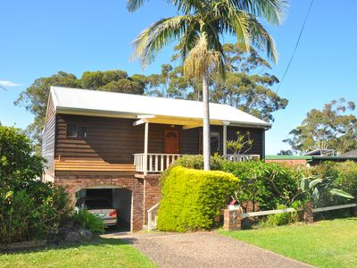 Photo for Narrawallee holiday house -free Wi Fi - 5 min walk to beach