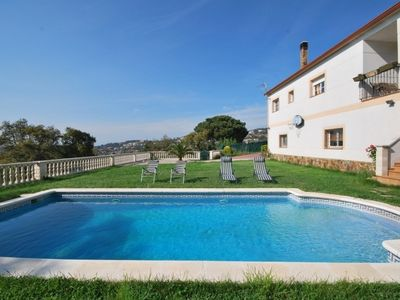 Photo for House with private pool, artificial turf, terraces and flat gardens.