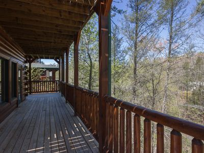 5 BR 5 BA Cabin minutes from Dtwn Gatlinburg & Rocky Top Sports Complex