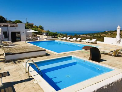 Photo for Gelsomino cottage in villa with swimming pool