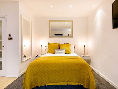 Photo for Beautiful Hyde Park Studio Flat