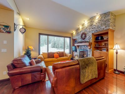 Photo for Ski-in/ski-out condo w/ private hot tub, gas fireplace & mountain views!