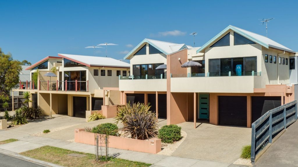 4 Bedroom House Water Views - Group Friendly 137B
