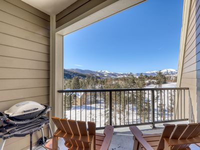 Photo for Multi-level condo w/balcony, grill & shared hot tub/pool - free bus to slopes!