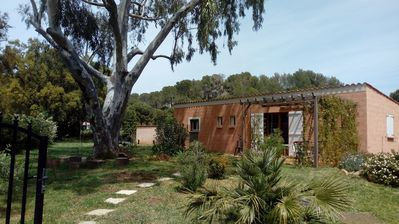 Photo for Holiday home 6 P. quiet between Hyères and Lavandou 6 km from the beaches
