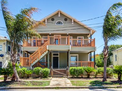 Photo for Upstairs dog-friendly duplex, close to the beach with room for everyone!
