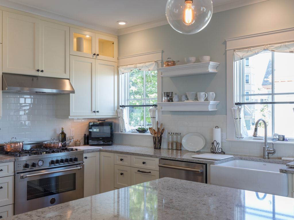 Property Image#3 Beautiful 2 Bed 3 Bath, Stunning Views Of Casco Bay And