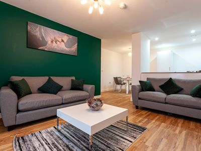Photo for Elite Luxury Forest 3 Bed Apt with Gym