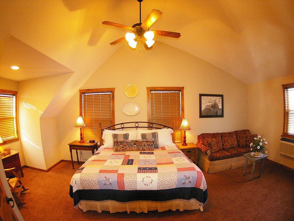 39 the willow oak lodge 39 branson retreat by silver dollar for Cabins near silver dollar city