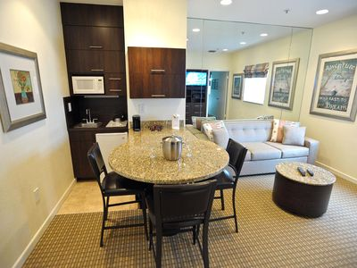 Professionally Cleaned - 1-Bedroom King-Bed Suite - Excellent Beach Location!