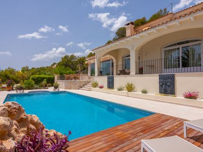 Photo for Holiday house with private outdoor pool and sea views
