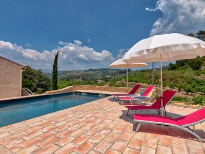 Photo for Roomy Villa / Pool overlooking vineyards of Bandol