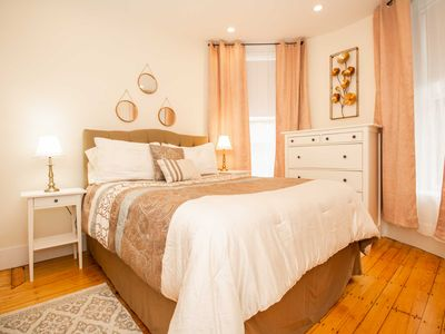 Photo for Renovated,Chic 1 bed,sleeps 4,steps to transit