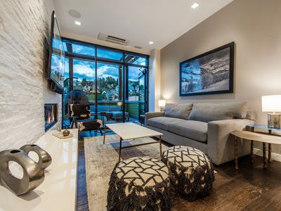 Parkite on Main | Located on Historic Main Street | Private Hot Tub | Concierge