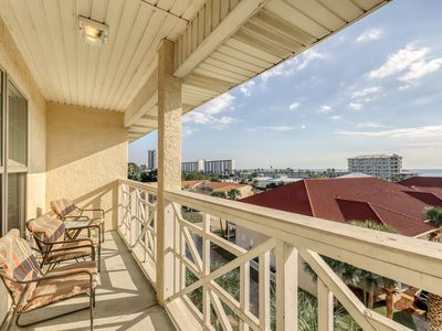 Photo for Convenient coastal townhome with shared pool, hot tub, and beach access