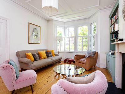 Photo for Chic 4 bed home with easy access to central London, sleeps 8 (Veeve)
