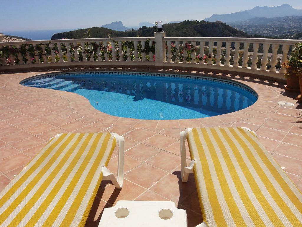 Beautiful villa with private swimming pool in cumbre del for Private swimming pool