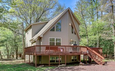 """Photo for """"Mountain Wood"""" Walk to the beach, 6 Bedroom, Hot Tub, Pool Table, WIFI"""