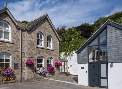 Beautifully Renovated Traditional Granite Property with parking