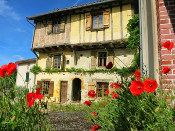 Medieval town-houses with spectacular views, in a quiet, pretty part of town. - 2 Rue du Fort