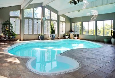 Estate Home With Indoor Swimming+Pool Sauna room+20 mins to downtown -  Nepean