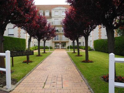 Photo for At the gates of Deauville, ground floor apartment, swimming pool, tennis, 300 m from the beach,