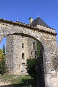 Front gates to Chateau Peyruzel