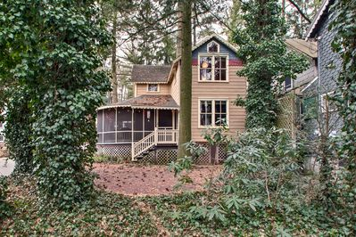 Welcome to your Mount Gretna home-away-from-home that sleeps up to 6 guests!