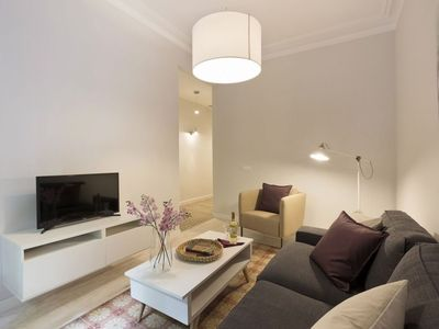 Photo for Miro P2 apartment in Eixample Dreta with WiFi, air conditioning, balcony & lift.
