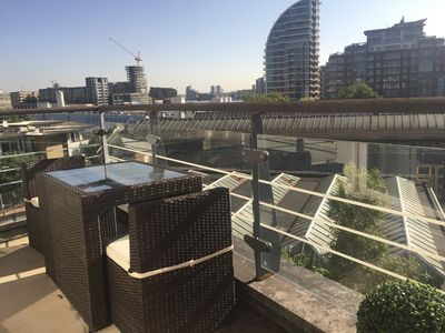 Photo for Lovely Modern river view apartment by The Thames with balcony