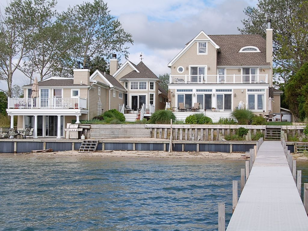 Magnificent hamptons waterfront retreat piscina 680140 for Waterfront retreat