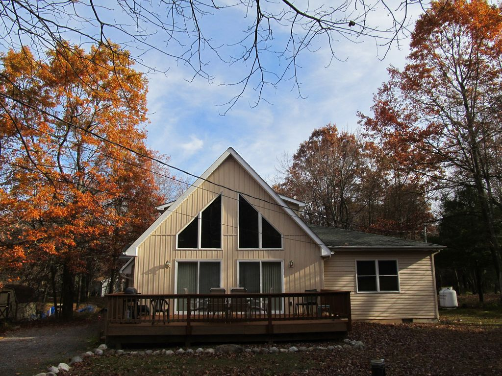 Beautiful Chalet Private Secluded Close To Attractions Beach Lake Pool Albrightsville
