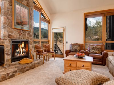 Photo for 4 Bedroom Townhouse with Granite Counters, Mountain Views, Walk to Lifts