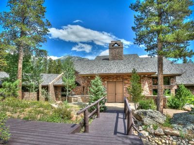 Photo for Sleeps 14, 7 bedrooms, 7 bathrooms. No pets allowed.  Spectacular 8000 sq foot home on 20 acres