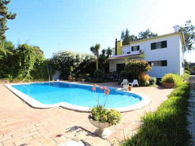 Photo for Large green villa, quiet, close to the sea and a stone's throw from the Golf d'Aroeira