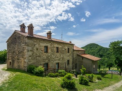 Photo for Farmhouse with pool in the hills, pristine nature, wine tasting