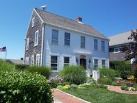 Lovely & Cozy Nantucket Home!
