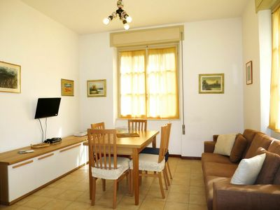 Photo for Lovely apartment for 6 people with pool, WIFI, TV, pets allowed and parking