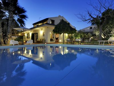 Photo for Wonderful private villa with WIFI, private pool, A/C, hot tub, TV, pets allowed and parking