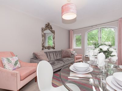 Photo for Luxurious 2 Bed Apartment in the Heart of Oxford