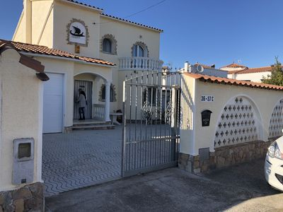 Photo for Beautiful villa on a wide canal with 15m berth and heated swimming pool!