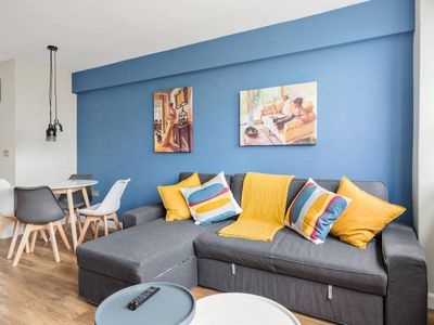 Photo for Modern 3bed apt in Holborn, 5min to tube, sleeps 9
