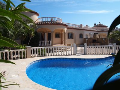 Photo for Nice fully equiped 3 bedrooms villa with private secured pool and internet
