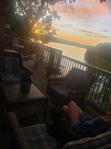 """""""BABAM VIEWS"""" Modern Log Lakefront Home -Fall is beautiful here! Your invited!"""