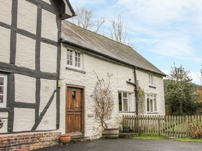 Photo for CHIMNEY COTTAGE, pet friendly, with open fire in Lingen, Ref 16849