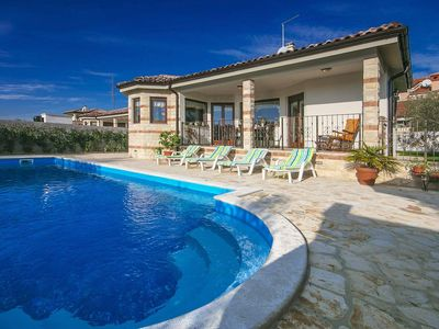 Photo for Ground floor villa with swimming pool and two bedrooms, Umag